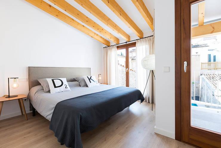 Casa Pollensa DB: Dormitorios de estilo moderno de ISLABAU constructora