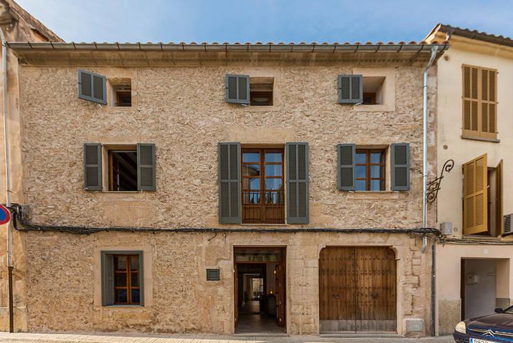 Casa Pollensa DB: Casas de estilo moderno de ISLABAU constructora