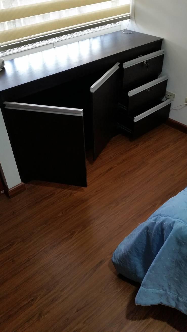 Mobilario Tv y Almacenamiento: Dormitorios de estilo  por Proyectar Diseño Interior