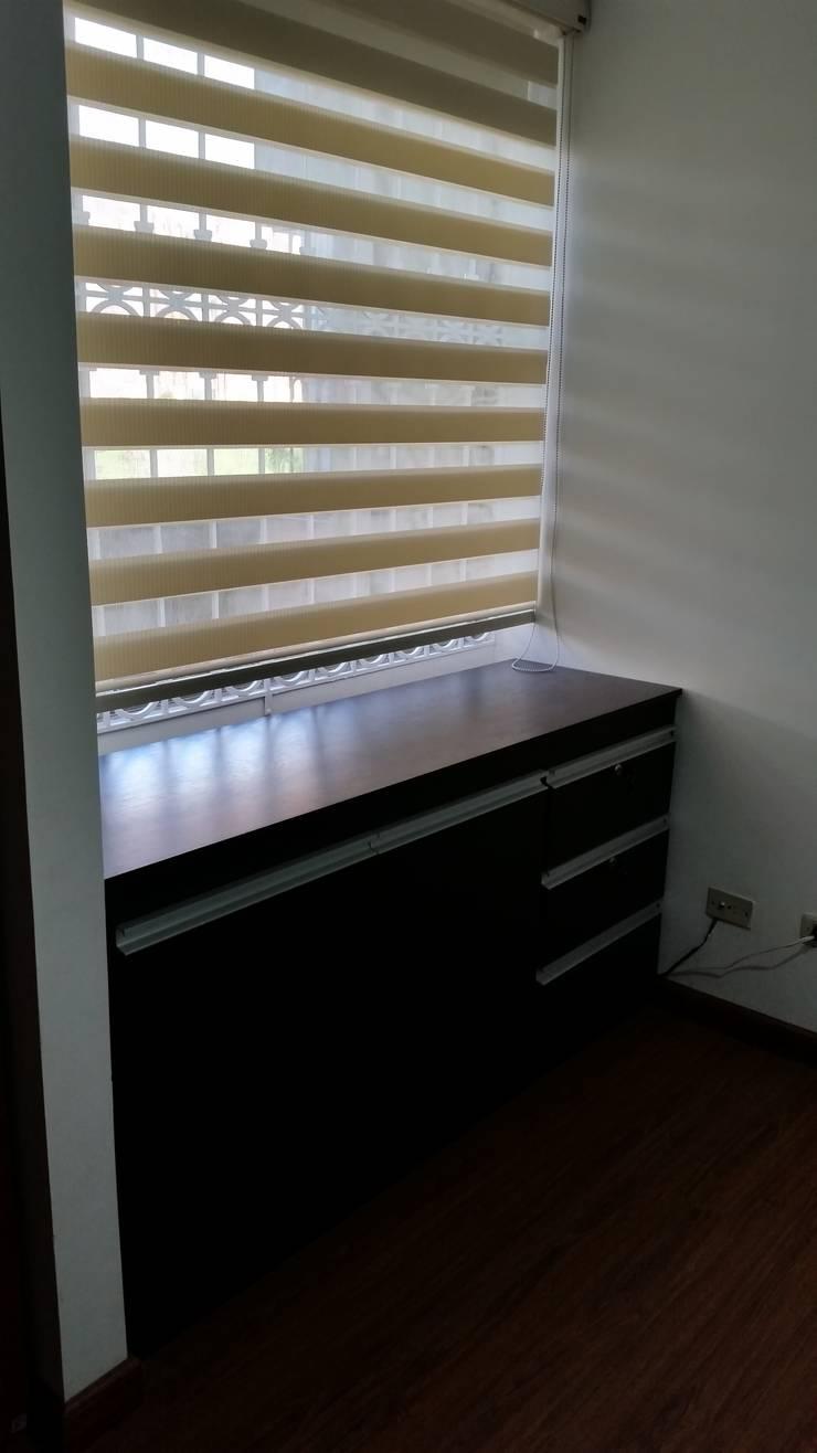 Mobiliario : Dormitorios de estilo  por Proyectar Diseño Interior