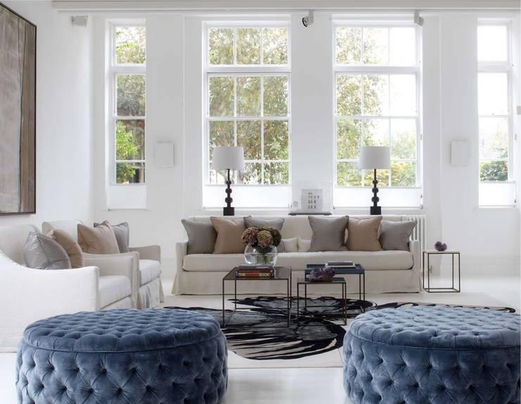 غرفة المعيشة تنفيذ Ben Whistler Bespoke Furniture, London