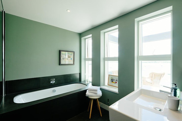 Bathroom Ванная комната в стиле модерн от Perfect Stays Модерн