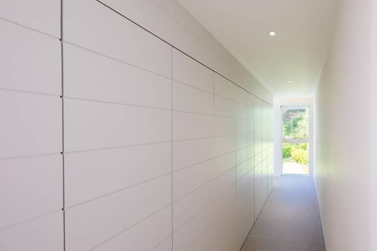 Hallway Коридор, прихожая и лестница в модерн стиле от Perfect Stays Модерн