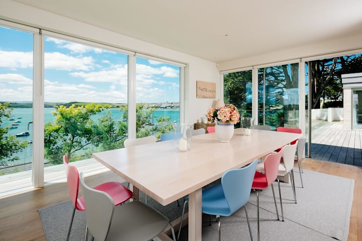 Dining room Столовая комната в стиле модерн от Perfect Stays Модерн