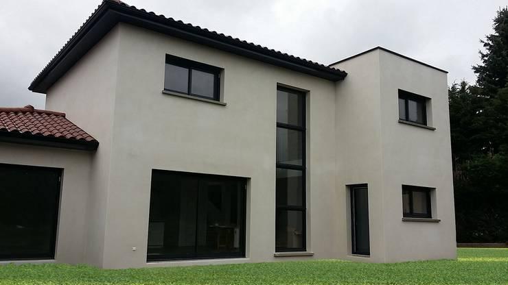 Maison semi-contemporaine par concept création: Maisons de style de style Moderne par Concept Creation
