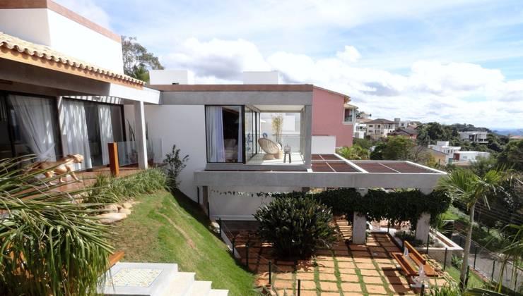 Casa Juiz de Fora – MG: Casas  por DG Arquitetura + Design