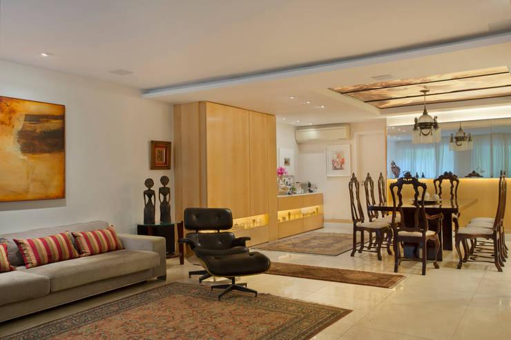 Apartamento Leblon – RJ: Salas de estar  por DG Arquitetura + Design