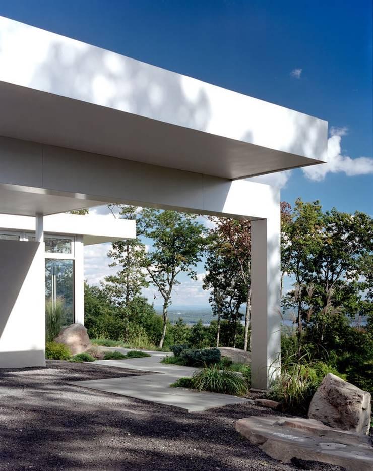 POOL als Pièce Maitresse der Aussengestaltung :  Garten von Ecologic City Garden - Paul Marie Creation,Modern