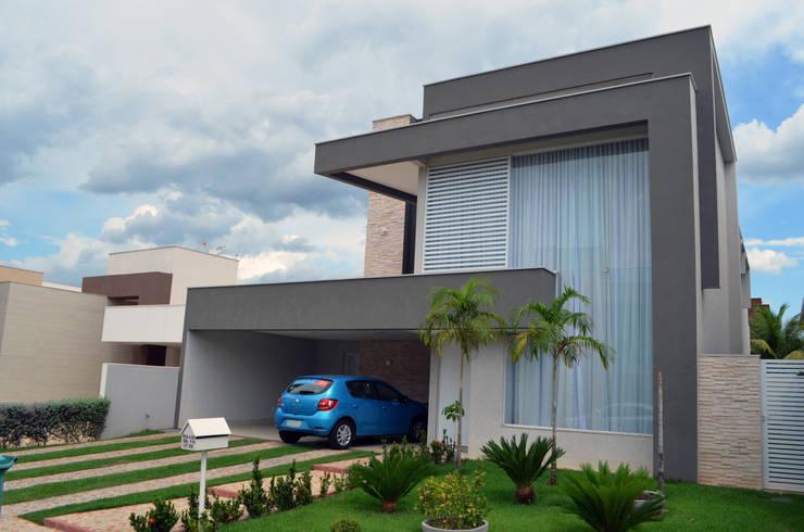 Casa Luciano: Casas  por Lanzarq Arquitetura e Urbanismo,Moderno