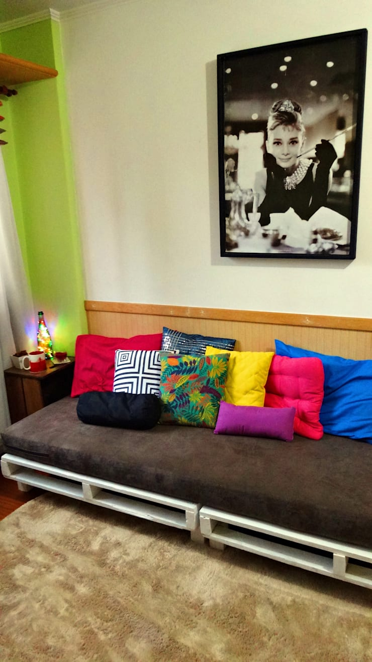 Sofá de Pallets Remobília: Sala de estar  por Camila Feriato