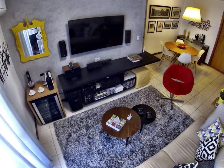 Sala de estar: Salas de estar  por CORES - Arquitetura e Interiores
