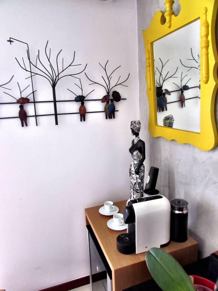 Detalhes quadros: Sala de estar  por CORES - Arquitetura e Interiores