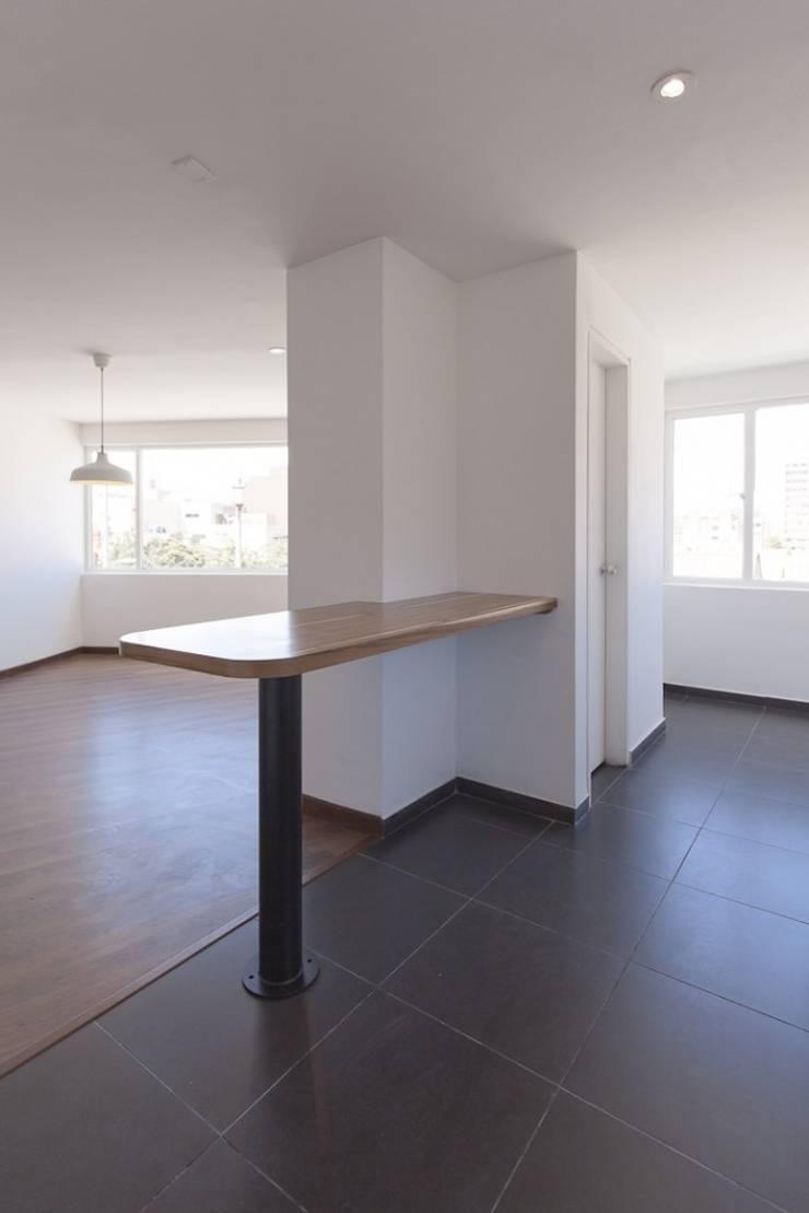 Remodelación de Apartamentos: Cocinas de estilo  por ODA - Oficina de Diseño y Arquitectura