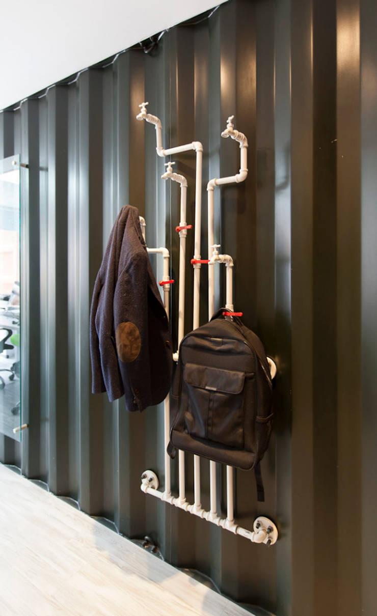 Inbox Oficinas Temporales: Oficinas y Tiendas de estilo  por ODA - Oficina de Diseño y Arquitectura