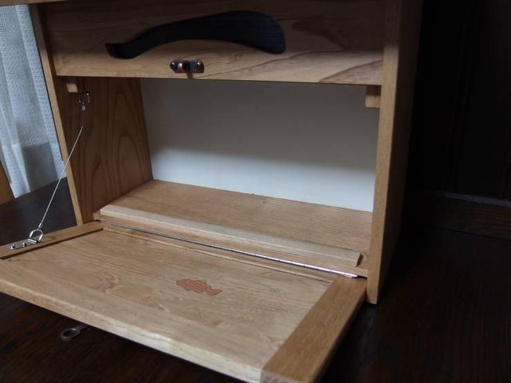 ポスト: 二輪草家具が手掛けた玄関&廊下&階段です。