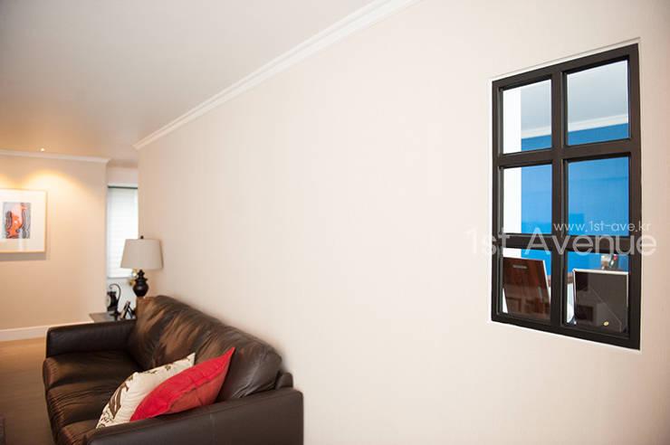 Ruang Keluarga oleh 퍼스트애비뉴, Modern