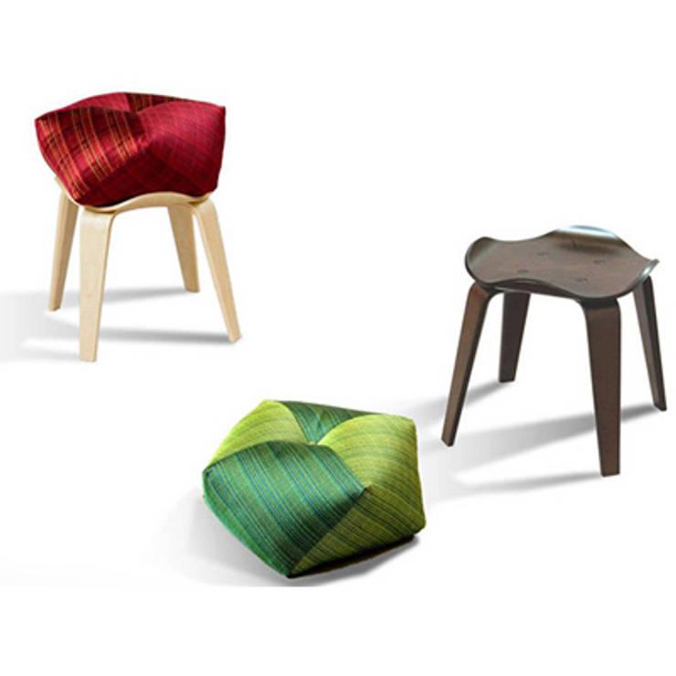 Ojami: Design*Magicaが手掛けたリビングルームです。