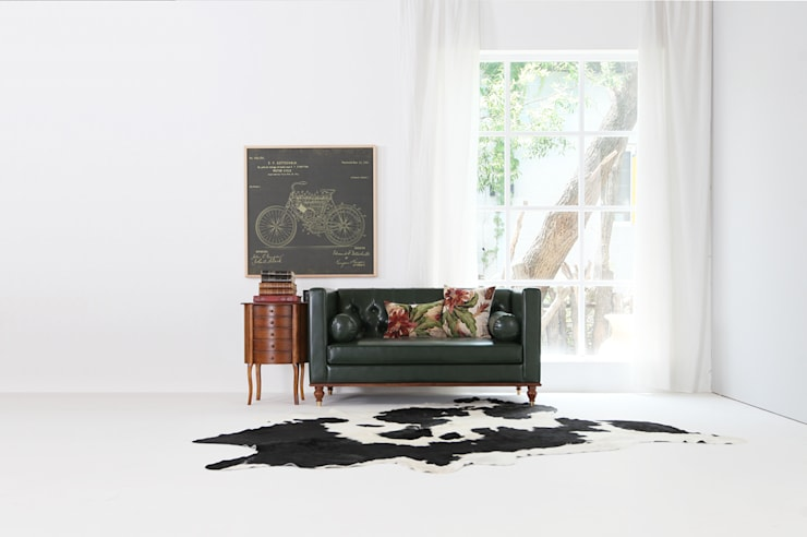 MID CENTURY HEPBUN SOFA SERIES_JUNGLE DEEP GREEN: STYLE-K의  거실