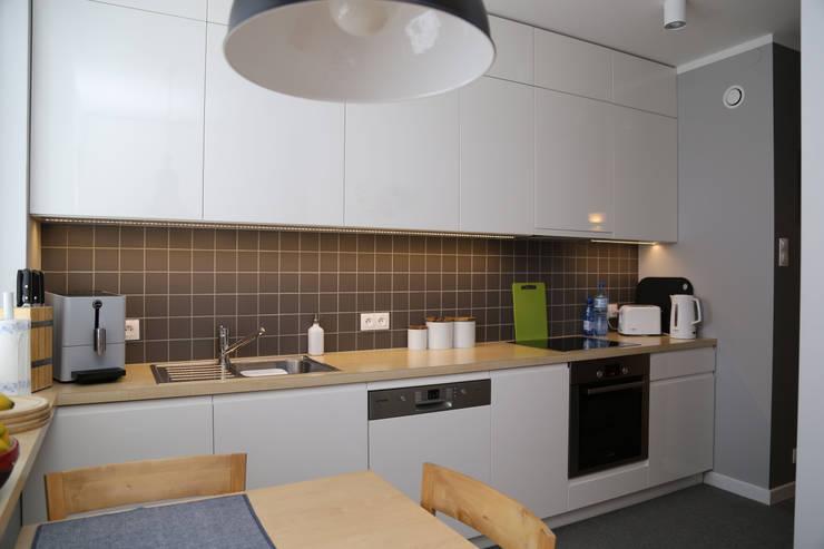 Skandynawski na Ursynowie: styl , w kategorii Kuchnia zaprojektowany przez ZAWICKA-ID Projektowanie wnętrz