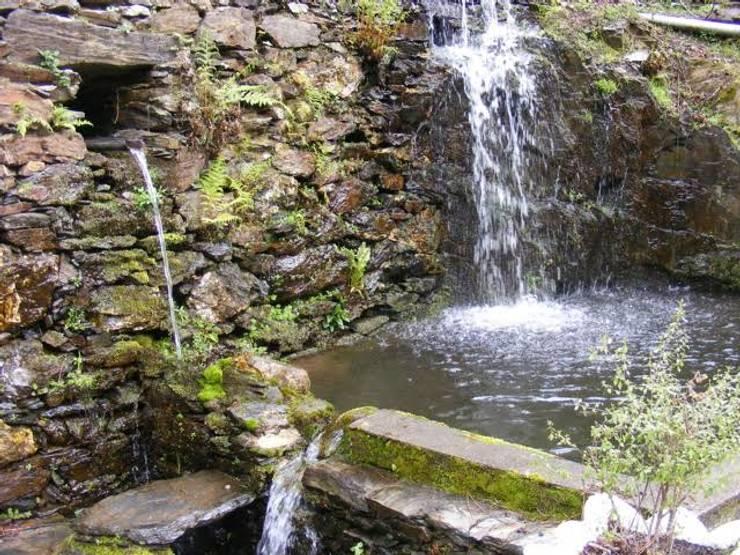 Quinta de Cadafaz: Casas rústicas por Quinta de Cadafaz