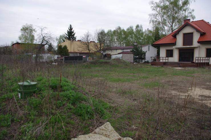 Widok na teren przed założeniem trawnika: styl , w kategorii  zaprojektowany przez BioArt Ogrody, Architektura Krajobrazu