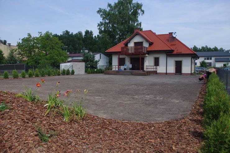 Ogród po wszystki pracach.: styl , w kategorii  zaprojektowany przez BioArt Ogrody, Architektura Krajobrazu