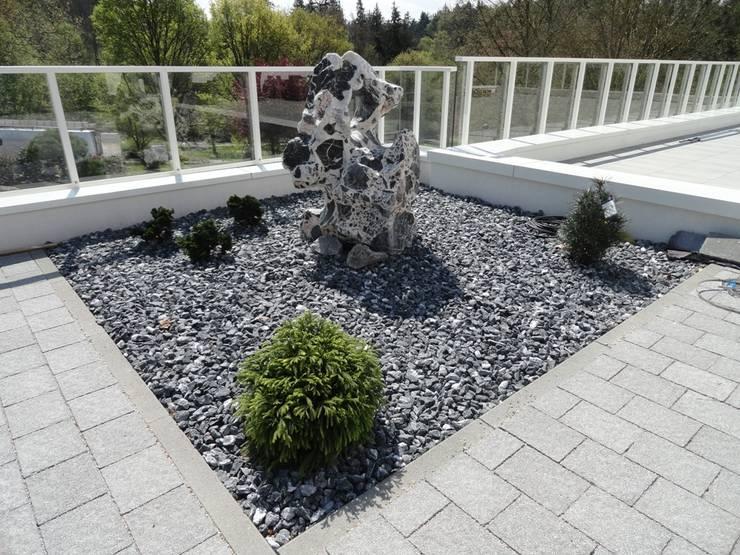 Jardines de estilo  por MM NATURSTEIN GMBH