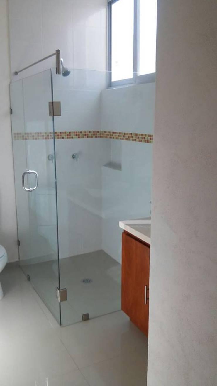 Condominio Ruscello, Aguascalientes. Baños clásicos de Inmobiliaria Abitacasa S. A. De C.V. Clásico
