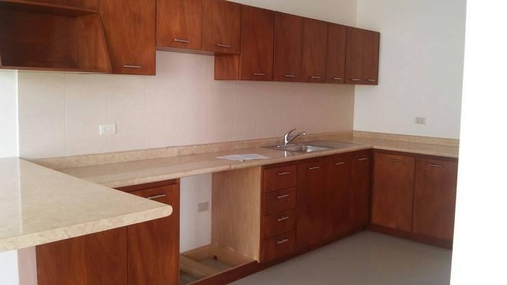 Condominio Ruscello, Aguascalientes. Cocinas clásicas de Inmobiliaria Abitacasa S. A. De C.V. Clásico