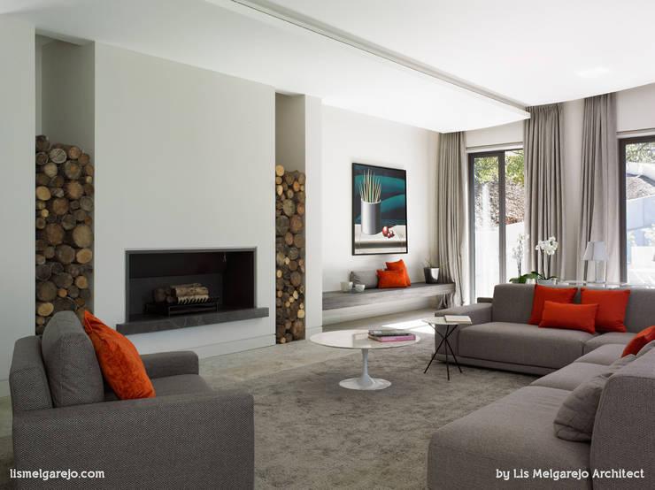 Zagaleta G31: Salones de estilo moderno de Lis Melgarejo Arquitectura