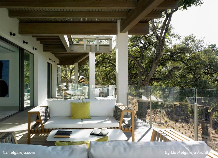 Zagaleta G31: Terrazas de estilo  de Lis Melgarejo Arquitectura