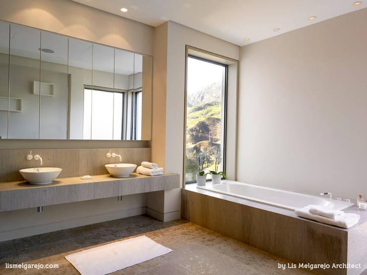 moderne Badezimmer von Lis Melgarejo Arquitectura