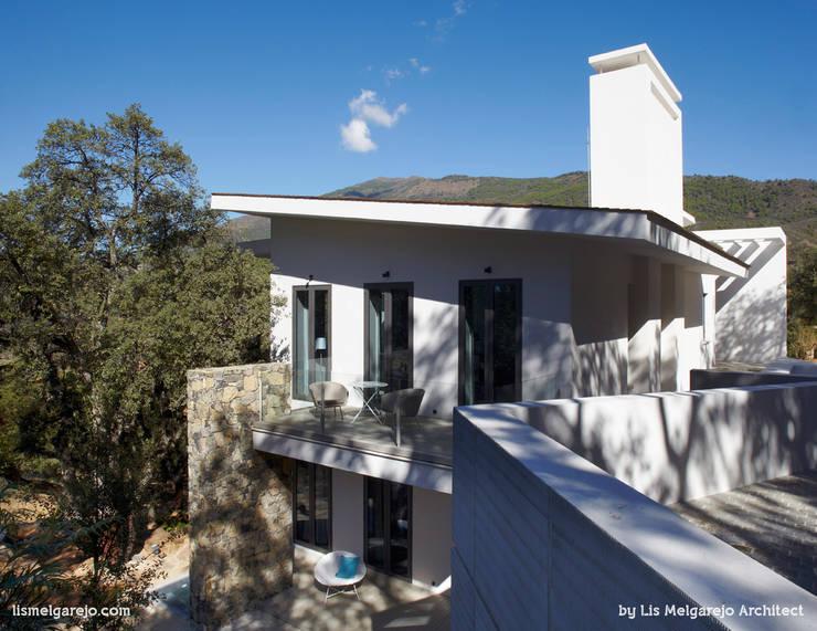 Projekty, nowoczesne Domy zaprojektowane przez Lis Melgarejo Arquitectura