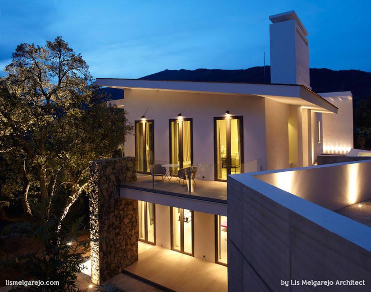 Zagaleta G31: Casas de estilo moderno de Lis Melgarejo Arquitectura