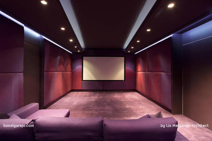 Projekty,  Pokój multimedialny zaprojektowane przez Lis Melgarejo Arquitectura