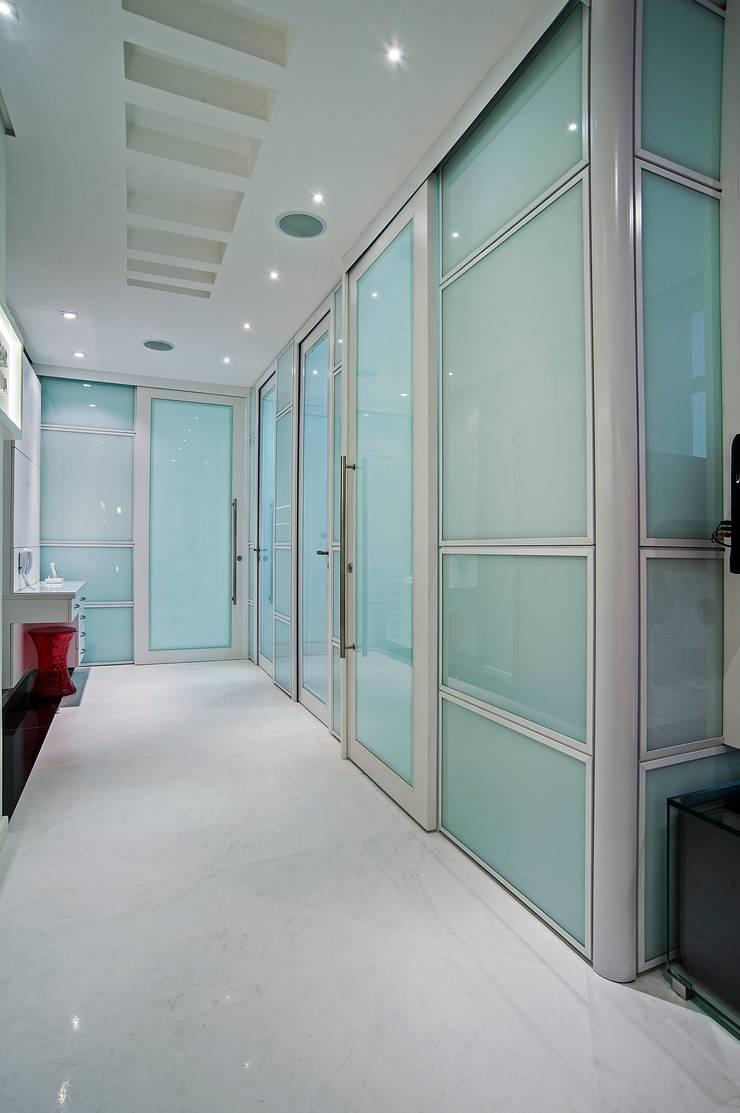 Consultório de Odontologia e Implantodontia : Clínicas  por Patrícia Azoni Arquitetura + Arte & Design,