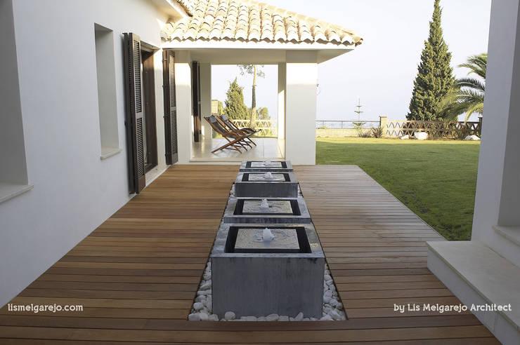 Villa Shangrila: Terrazas de estilo  de Lis Melgarejo Arquitectura