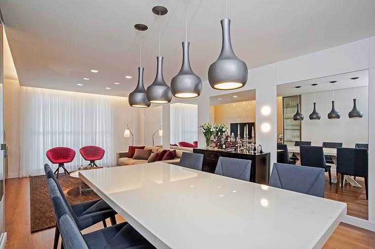 APARTAMENTO LT: Salas de jantar modernas por Studio Boscardin.Corsi Arquitetura