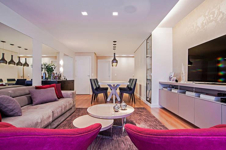 APARTAMENTO LT: Salas de estar modernas por Studio Boscardin.Corsi Arquitetura