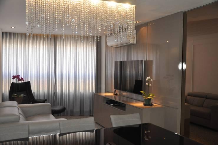 Sala de estar e jantar: Salas de estar  por Novità - Reformas e Soluções em Ambientes