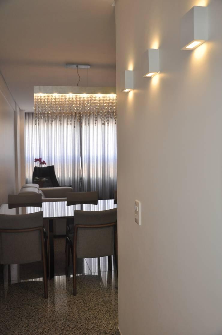 Entrada/ Sala de jantar: Salas de jantar  por Novità - Reformas e Soluções em Ambientes,