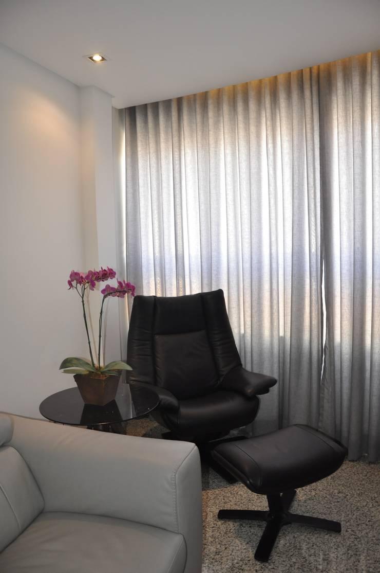 Sala de estar: Salas de estar  por Novità - Reformas e Soluções em Ambientes,