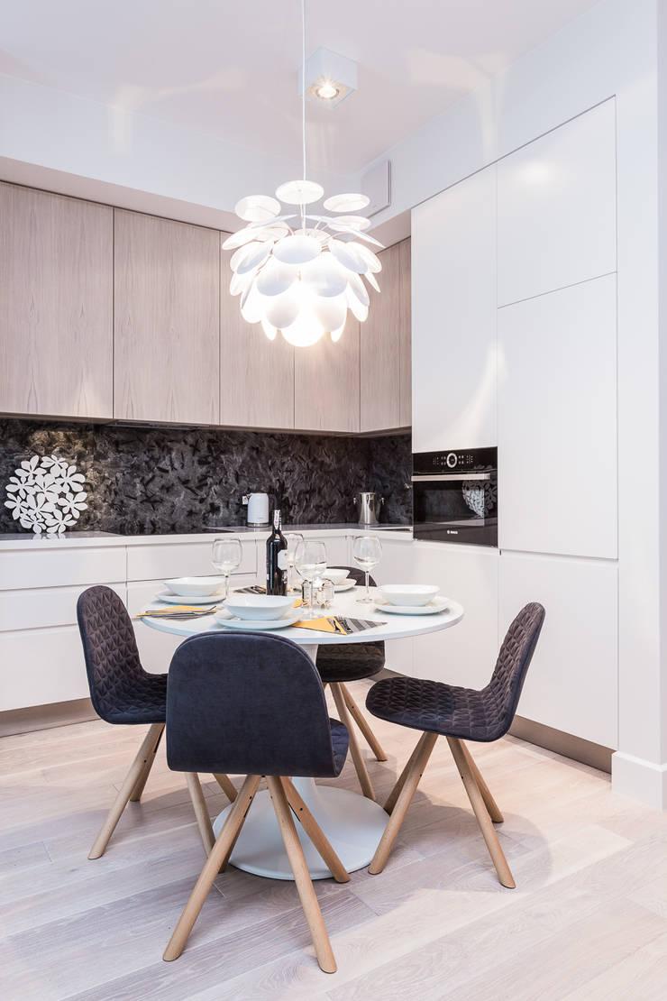 Apartament w Warszawie: styl , w kategorii Kuchnia zaprojektowany przez Michał Młynarczyk Fotograf Wnętrz,