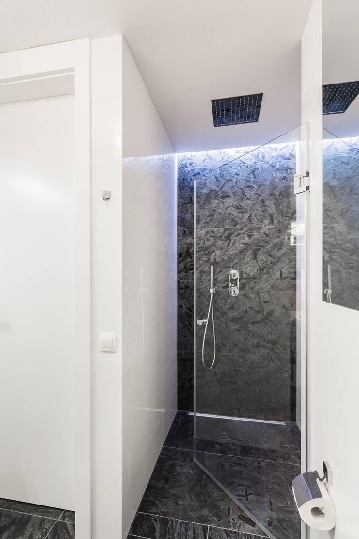 Apartament w Warszawie: styl , w kategorii Łazienka zaprojektowany przez Michał Młynarczyk Fotograf Wnętrz,