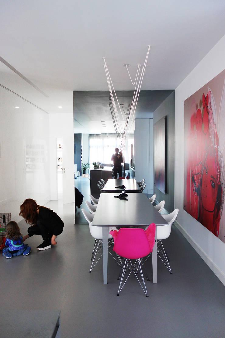 GLOSSY : styl , w kategorii Jadalnia zaprojektowany przez PROSTO architekci,Minimalistyczny