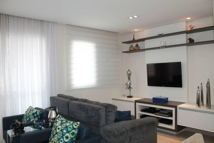 Projeto Residencial Casal Classico: Salas de estar  por Amanda Baye Arquitetura de Interiores