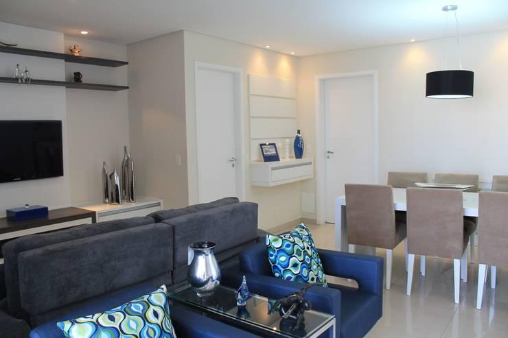 Living room by Amanda Baye Arquitetura de Interiores