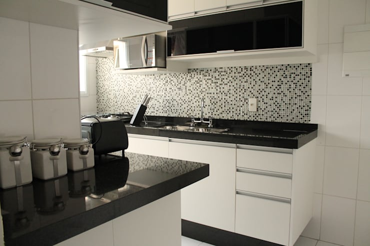 Kitchen by Amanda Baye Arquitetura de Interiores