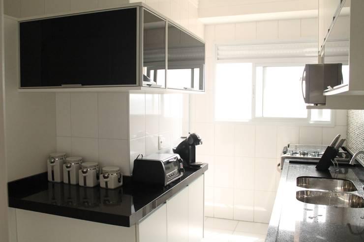 Projeto Residencial Casal Classico: Cozinhas  por Amanda Baye Arquitetura de Interiores