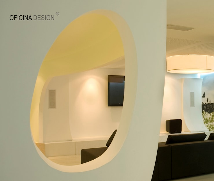 Casa – Freedom: Salas de estar por Oficina Design